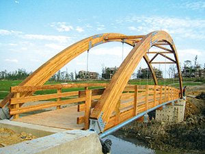 Glulam bridge at Sheshan Golf Course